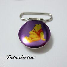 1 Pince bretelle, Attache tétine & doudou rose/violet, Winnie qui est assis