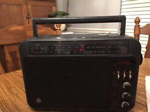 Vintage General Electric super radio Long Range AM/FM Super Radio 7-2887A Works