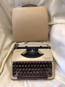 Olympia Splendid 33 Portable Typewriter +original case