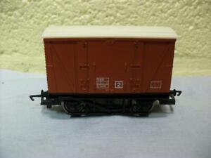 12t Single Vent Van B784690 BR Bauxite Hornby No R.242 '00' Light Use 1979-1982