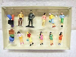 HO Scale 8 Women Shopping Figures, 2 Law Enforcement Men and 7 Suitcases