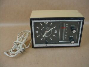 General Electric Model No. 7-4725A beige Electric Alarm Clock/ Radio