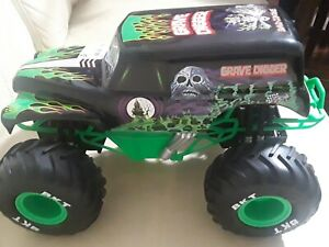 No Remote Bright 1:15 R/C FF Monster Jam Grave Digger Truck Toy usb charging BKT
