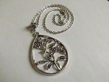 collier chaine argenté 46 cm avec pendentif fleurs dans goutte