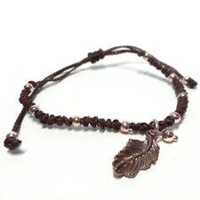 772a4c1f6dc5 Pulsera artesanal marrón con adornos en forma de pluma
