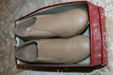NEW Ladies Slip-On Tap Shoe - Capezio CG18 Riff - Caramel size 9 M NEW in Box