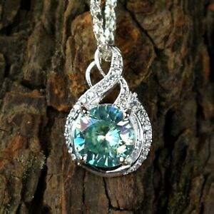 Graceful Look & Shine Green Diamond Solitaire 5.38 Ct Round Pendant With Accents