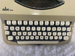 Vintage ABC 1500  Typewriter, Portable Hard Shell Case, Exec.Cond.