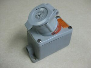 Appleton Receptacle Interlocked with Switch EFS150-2023 Model B 125 VAC 20 Amps