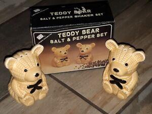 VINTAGE TEDDY BEAR SALT AND PEPPER SHAKERS CERAMIC! UNITED SILVER CUTLERY!