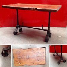 table basse dessus bois ronce d'orme  entretoise en fonte de fer . XX siècle .