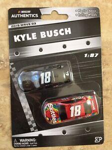 2 PACK  #18 KYLE BUSCH K-9 + SKITTLES 2019 WAVE-03 LIONEL NASCAR AUTHENTICS 1/87