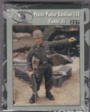 ROYAL MODEL 227 - PANZER-PIONIER BATAILLON 124 VIENNA '45 - 1/35 RESIN KIT