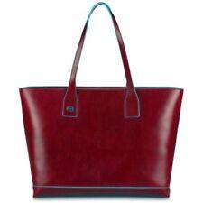 Abbigliamento e accessori rossi marca Piquadro prodotta in Italia