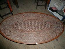 Ancienne table basse ovale sculptée indienne
