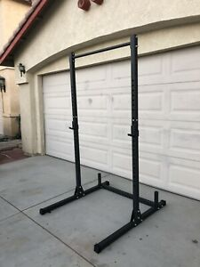 Half Squat Rack 500lbs Weight Capacity - Pull-up Bar - Plate Holders - J-hooks