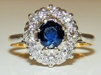 BEAUTIFUL 18CT YELLOW GOLD SAPPHIRE & .4CT DIAMOND CLUSTER ENGAGEMENT KATE RING