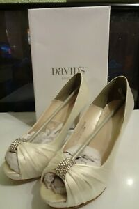 Davids Bridal Diana Ivory White Wedding Heels Sz 8.5W