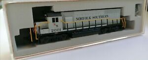 Atlas N' EMD GP-38 NORFOLK SOUTHERN #2001 (NEW IN THE BOX FROM OLD INVENTORY)