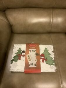 ST. NICHOLAS SQUARE SNOWMAN AND TREE SCENE TABLE RUNNER (NEW)
