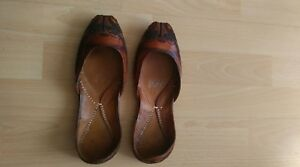 Women's handmade leather Kussa, embroidered in dark brown colour, size UK4