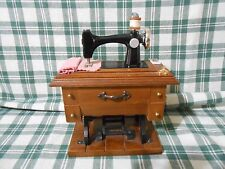 """Vintage Music Box Sewing Machine Design Plays """"Buttons & Bows"""" ( Bb )"""