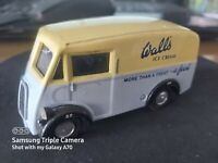 CORGI CLASSIC 98101 -- MORRIS 'J' VAN - WALLS ICE CREAM - AS PHOTO