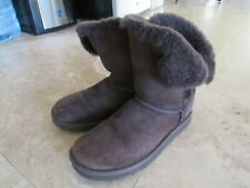 Size 9 brown UGG boots, Bailey Button, short