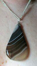 Rare pendentif couleur argent pierre naturelle striée marron bijou vintage 2936