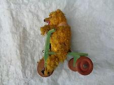 Alter Teddy auf Dreirad