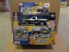 Maisto Assembly Line Lifter Dodge Ram 1500 Pick-Up Truck Silver/Black  MISB 2013