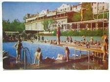 """New listing 1950s POSTCARD """" SWIMMING POOL """" BEVERLY HILLS HOTEL, BEVERLY HILLS CAL W/ GIRLS"""