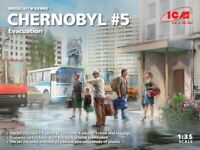 ICM 35905 - 1/35 Chernobyl#5. Evacuation (4 adults, 1 child and luggage) UK