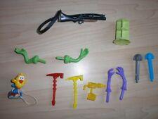 Kleiner Mix aus verschiedene Spielzeugen Ersatzteile Waffen