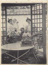 France Famille au Gramophone Photographie Amateur SnapshotPL10L3-60 Vintage