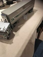 Franklin Mint 1979 Silver Freightliner Truck & Refrigerated Reefer Trailer 1:32