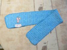 Écharpe turquoise avec « Némo »  POIDS : 38 grs LONGUEUR 99 cm LARGEUR 14 cm
