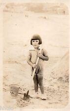 BJ090 Carte Photo vintage card RPPC Enfant fille plage sea mer pelle jeux sable