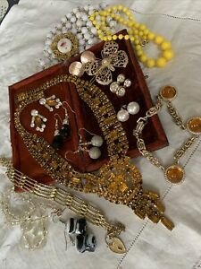 Collection of Assorted Vintage 1960s/70s/80s  Costume Jewellery Lovely Con