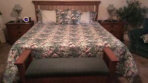 Elegant Thomasville Six Piece Mission Style Solid Oak Bedroom Set