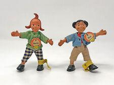 Steiff Biegefiguren MAX und MORITZ mit Knopf, Schild, Fahne, 8710,70 und 8711,70