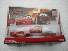 🎄 DISNEY PIXAR CARS LIGHTNING MCQUEEN WITH SIGN AND FRED 2 PACK NEW