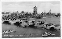 B90709 lambeth bridge the houses of parliament ship bateaux   london  uk