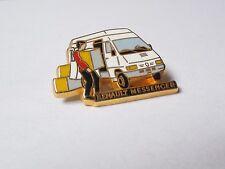 Pin's véhicule / Renault Messenger (signé Renault - Arthus Bertrand)