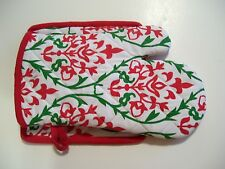 SET OF 2 RED WHITE & GREEN COTTON PADDED HOT PADS CHRISTMAS LINEN DECORATION