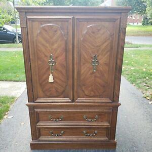Broyhill Wardrobe Highdoy Dresser Traditional