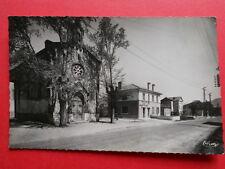ST-JULIEN-en-ST-ALBAN  :  Place de la Poste et l'Église......VO.1952.