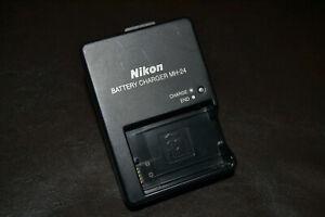 Original Nikon Batterie Ladegerät / Charger MH-24! TOP!