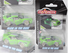 Majorette 212054014 Nissan GT-R, grün, glow in the dark, LIMITED EDITION Serie 4