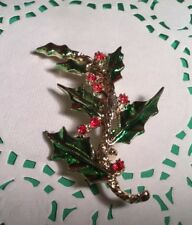 PRETTY RHINESTONE HOLLY BRANCH CHRISTMAS HOLIDAY BROOCH GOLDTONE GREEN LEAVES